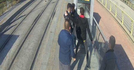 Kendisini uyaran güvenlik görevlisini bıçakladı