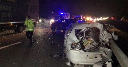 TEM Otoyolu'nda zincirleme kaza: 2'si çocuk 5 yaralı