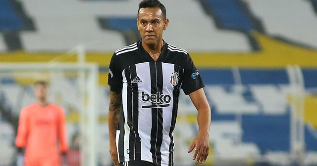 Beşiktaş'ta sakatlanan Souza kamp kadrosundan çıkarıldı