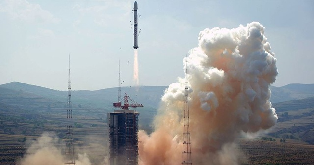 Çinli Chang'e-5, ilk Ay örneklerini teslim etti