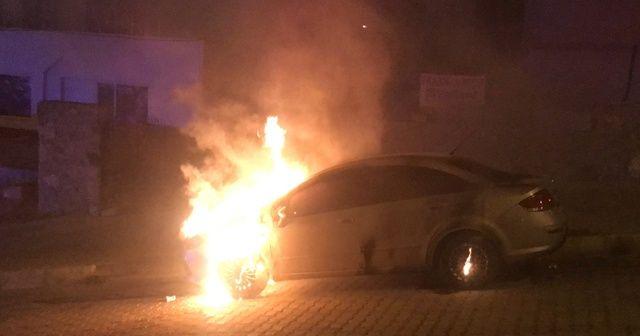 Eşine kızdı, kayınpederinin arabasını yaktı