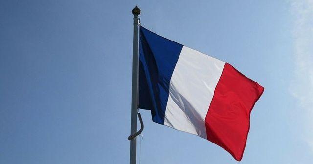 Fransa'da Başbakan, Meclis Başkanı ve Macron'un eşi karantinada