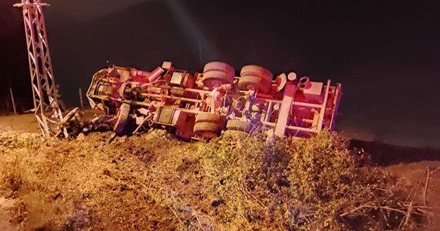 Freni boşalan kamyon dehşet saçtı