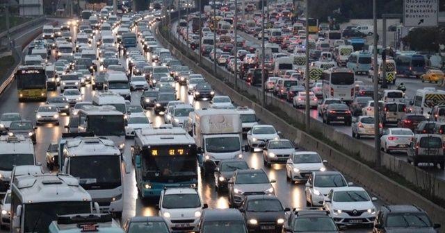 İstanbul'da hafta sonu kısıtlaması öncesi trafikte yoğunluk yaşanıyor