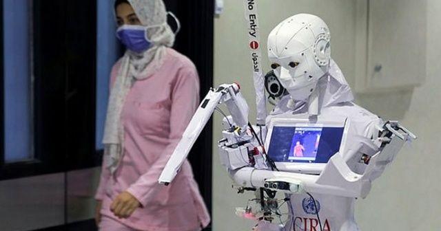 Mısır'da hastanede Covid-19 hastalarına Cira-03 isimli robot bakıyor