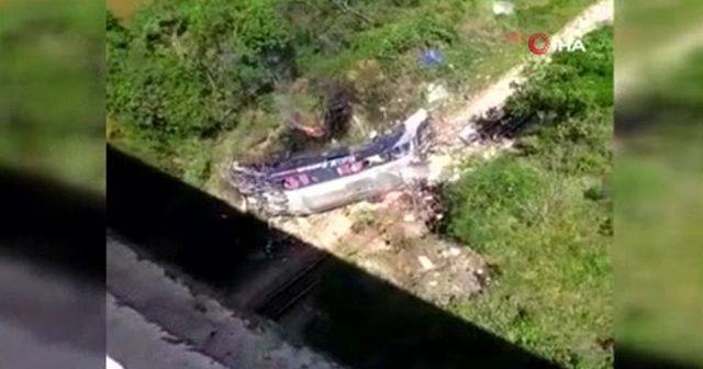 Otobüs viyadükten düştü: 10 ölü, 20 yaralı