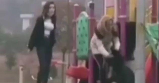 Parkta genç kıza dehşeti yaşattı