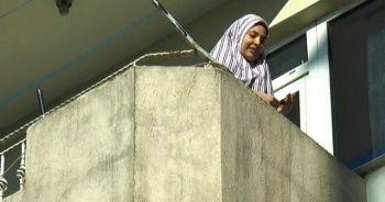 2 yaşındaki çocuk annesini balkonda mahsur bıraktı