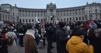 Avusturya'da Kovid-19 önlemleri karşıtları gösteri düzenledi