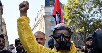 Fransa'da sarı yelekliler yeniden sokaklarda