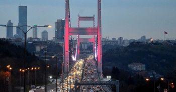 İstanbul'da sokağa çıkma kısıtlaması öncesi trafik yoğunluğu