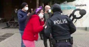 Maskesiz kadın önce polise saldırdı, ardından çığlık atarak kaçmaya başladı