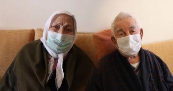 Mersin'de yaşlı çift 21 gün süren Kovid-19 mücadelesini kazandı