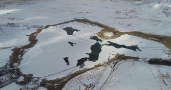 Sıcaklık eksi 10'a düştü, Hafik gölü dondu