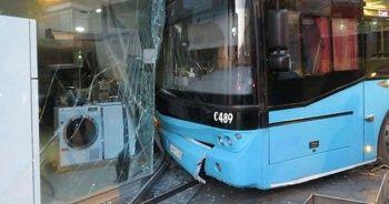 Ümraniye'de freni boşalan otobüs iş yerine girdi