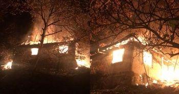 Yaşlı adamın tek başına yaşadığı ev alev alev yandı