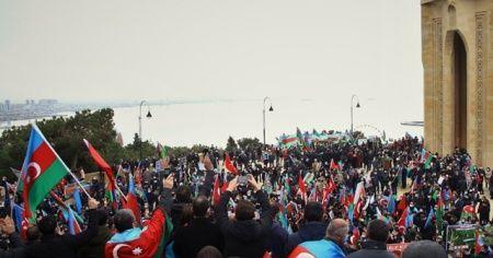 """Azerbaycan'da, Ermenistan'ın yenilgiyi kabul ettiği 10 Kasım tarihi """"Zafer Günü"""" ilan edildi"""