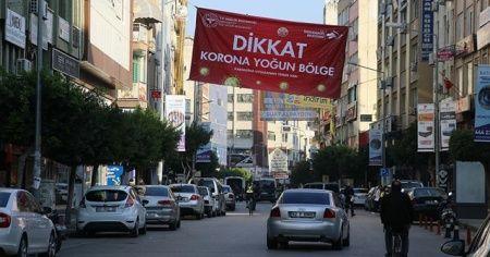 Hatay'da bazı mahallelere 'korona yoğun bölge' afişi asıldı
