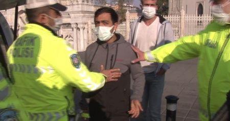Sokağa çıkma kısıtlamasından ceza yiyince, gazetecilere saldırdı