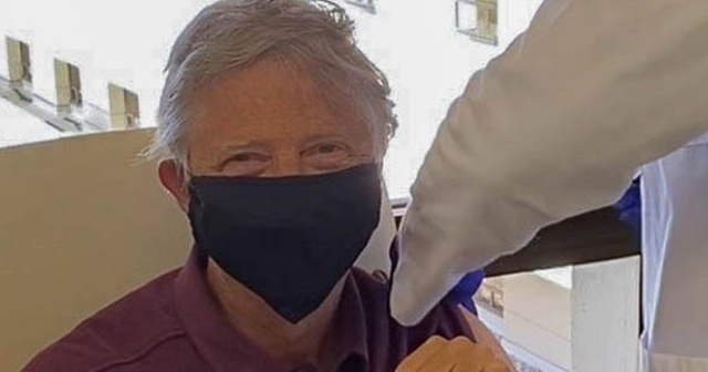 Bill Gates Covid-19 aşısı yaptırdı