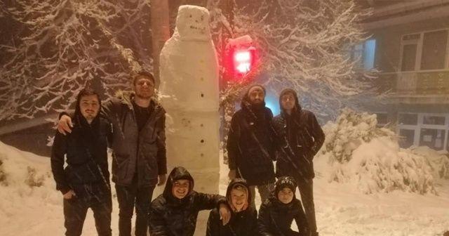 Bursa'da kardan adamın adını Donald Trump koydular