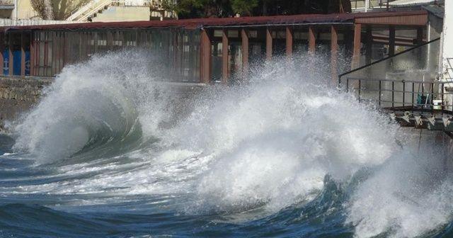 Çanakkale'de şiddetli lodos etkili oluyor