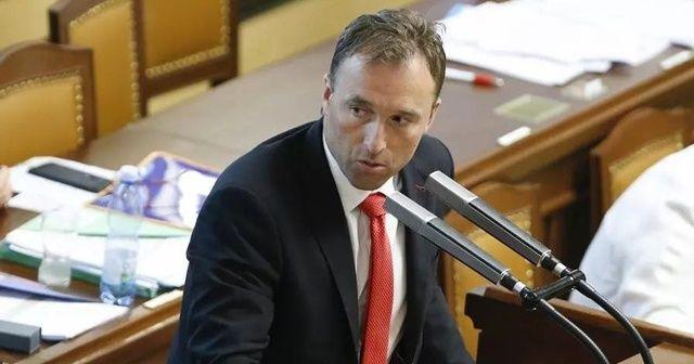 Çekya'da kısıtlamaları ihlal eden milletvekili istifa edeceğini açıkladı