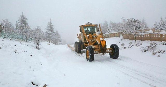 Elazığ'da kar 88 köy yolunu kapattı