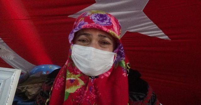 Evlat nöbetindeki anne, gözyaşları içerisinde kızına dönmesi çağrısında bulundu