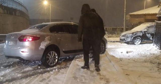 İstanbul'da sürücüler zor anlar yaşadı