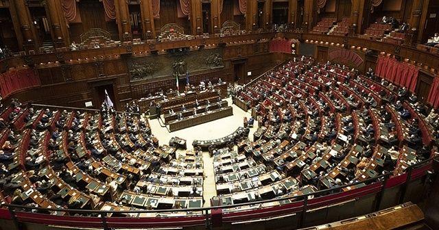 İtalya'da Başbakan Conte ve hükümeti güvenoyu aldı