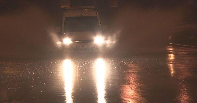 İzmir'i sağanak ve fırtına vurdu