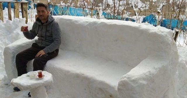 Kardan koltuk yaparak çay keyfi sürdü