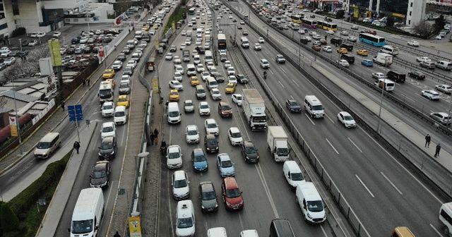 Kısıtlama öncesi İstanbul'da trafik yoğunlaştı
