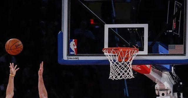 NBA'de ilk kez bir maçta 2 kadın hakem görev aldı