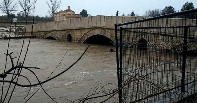Nehirlerin debileri yükseldi: Turuncu alarm verildi
