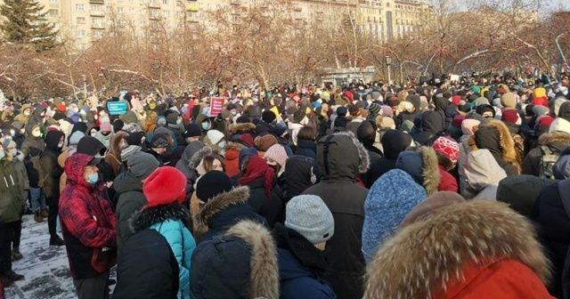 """Rusya'nın doğu kentlerinde """"Navalny"""" protestoları başladı: """"Putin istifa"""""""