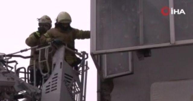 Sultangazi'de balkon çöktü