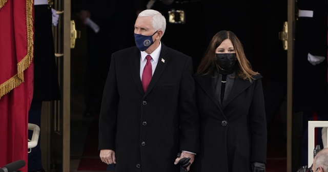 Trump'ın yardımcısı Pence, Biden'ın yemin törenine katıldı