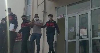 27 yıl hapis cezası bulunan firari cezaevine götürülürken el salladı