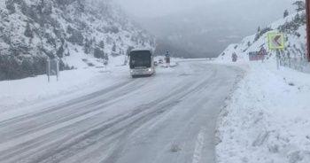 Antalya-Konya karayolunda kar kalınlığı 30 santimetreye ulaştı
