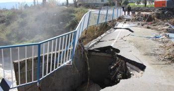 Aşırı yağışlardan dolayı köprü çöktü