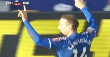 Cenk Tosun'un gol sevinci İngilizleri rahatsız etti