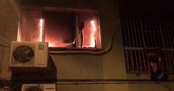 Ev yangınında mahsur kalan anne ve kızı kurtarıldı