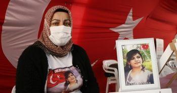 Evlat nöbetindeki anne, gözyaşları içinde kızına 'teslim ol' çağrısında bulundu
