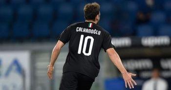 Hakan Çalhanoğlu, İtalya'da aralık ayının futbolcusu seçildi