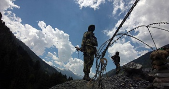 Hindistan, Çin sınırına daha fazla asker konuşlandırdı