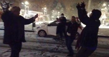 Kar yağışını oyun havaları ile kutladılar
