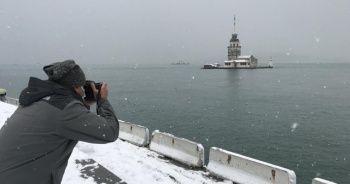 Kız Kulesi beyaz gelinliğini giydi: Fotoğrafçıların akınına uğradı