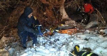 Şiddetli karda yoldan çıkan kamyonet şarampole uçtu